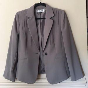 Tahari Gray 2 Pc Pant Suite Size 8P